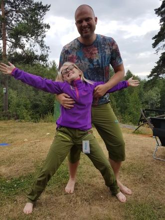 Jeg og pappa har lik farge på buksa!